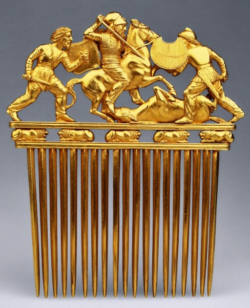 Comb with a Battle Scene